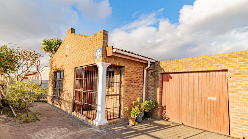 3 Bedroom house for sale in Clarkes Estate, Cape Town