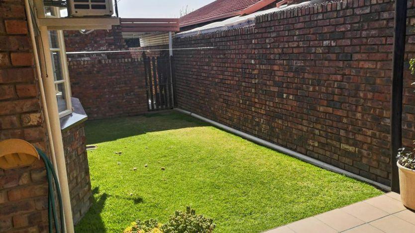 3 Bedroom townhouse - sectional for sale in Uitsig, Bloemfontein
