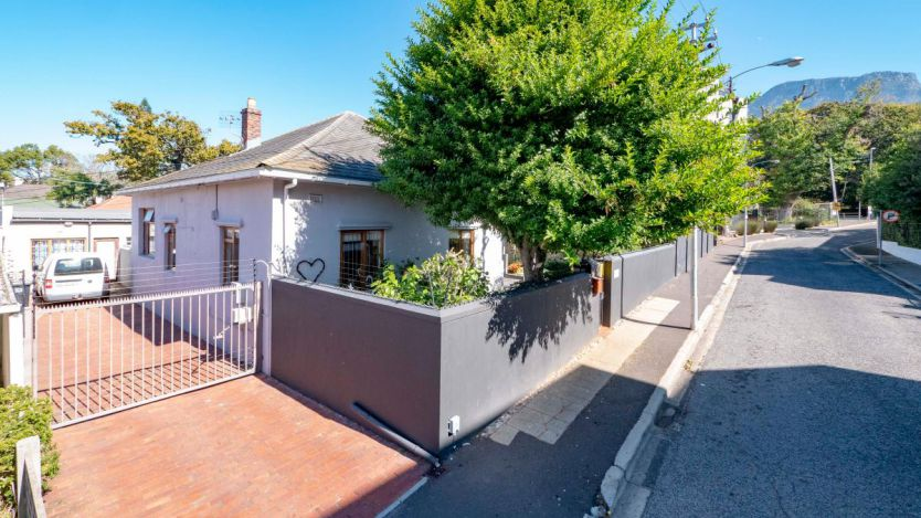 4 Bedroom house for sale in Rondebosch, Cape Town