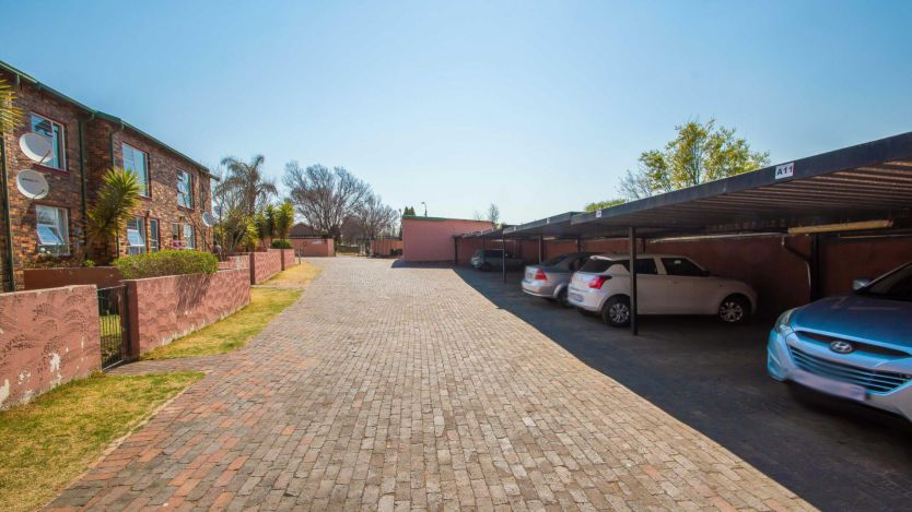 2 Bedroom apartment for sale in Florida, Roodepoort