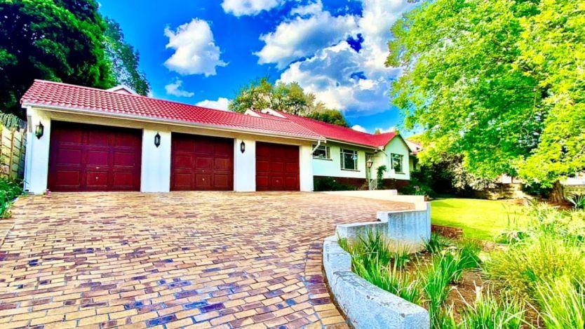 4 Bedroom house for sale in Mondeor, Johannesburg