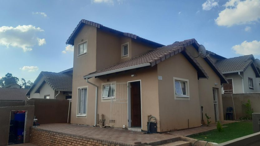 3 Bedroom house for sale in Witpoortjie, Roodepoort