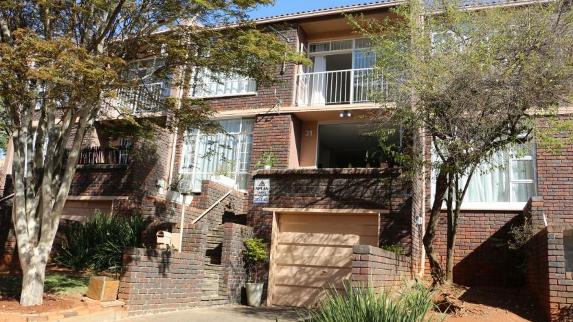 2 Bedroom townhouse - sectional for sale in Florida Hills, Roodepoort