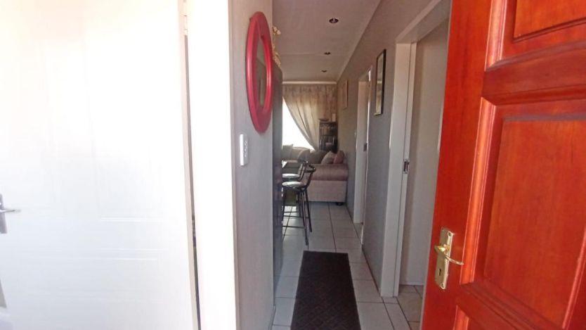 2 Bedroom apartment for sale in Bezuidenhout Valley, Johannesburg