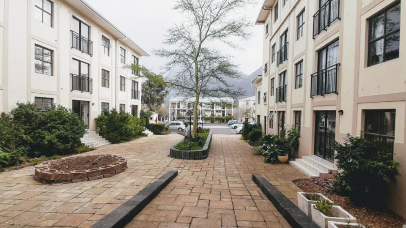 1 Bedroom apartment for sale in Rondebosch, Cape Town