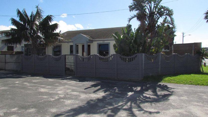 2 Bedroom house for sale in Elsies River, Goodwood