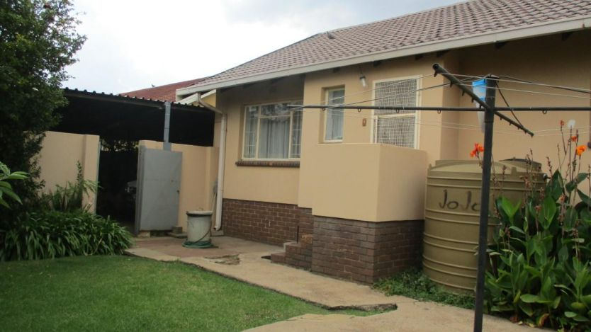 4 Bedroom house for sale in Tasbet Park Ext 1 Witbank