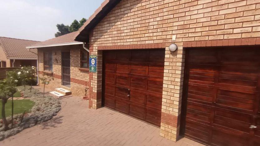 3 Bedroom duplex townhouse - freehold for sale in Equestria, Pretoria