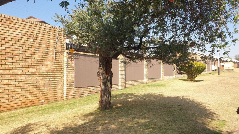2 Bedroom apartment for sale in Horison View, Roodepoort