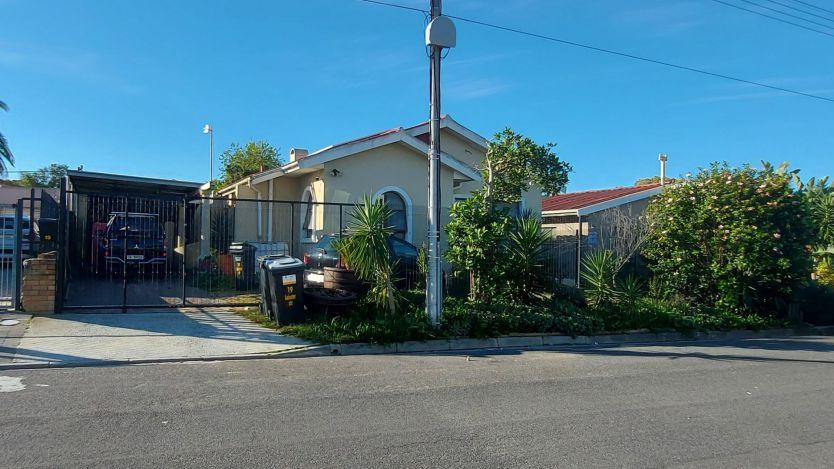 3 Bedroom house for sale in Oakdale, Bellville