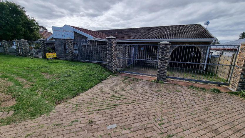 4 Bedroom house for sale in Newton Park, Port Elizabeth