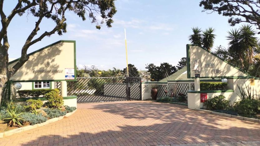 4 Bedroom duplex townhouse - sectional for sale in Somerset Park, Umhlanga