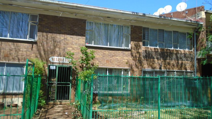 2 Bedroom flat for sale in Discovery, Roodepoort