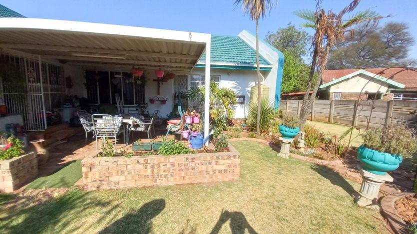 4 Bedroom house for sale in Kanonkop, Middelburg