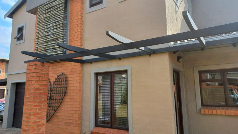 3 Bedroom townhouse - sectional for sale in Waterval East, Rustenburg