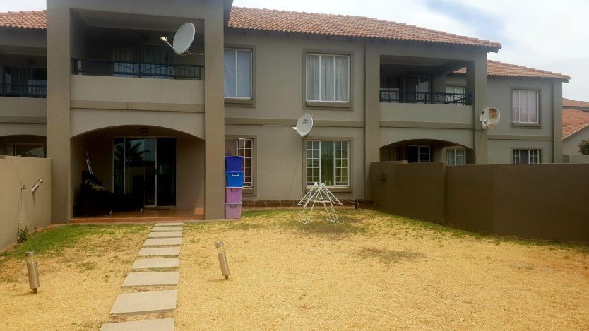 2 Bedroom apartment for sale in Bergbron, Roodepoort