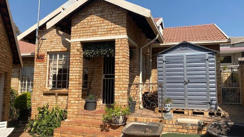 3 Bedroom house for sale in Azalea Park, Rustenburg